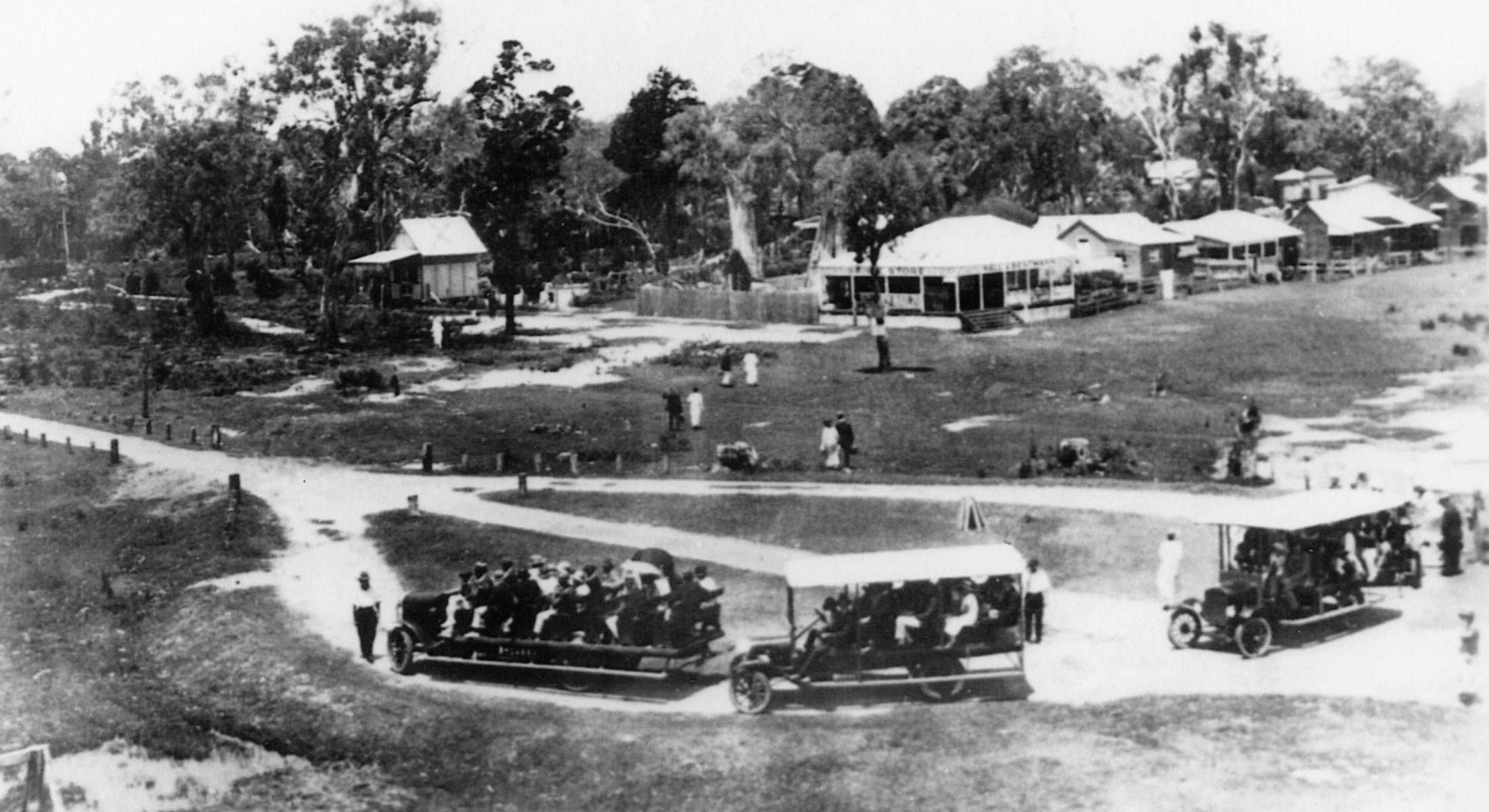 Tourist Buses Arriving At Bongaree Bribie Island Ca  1925